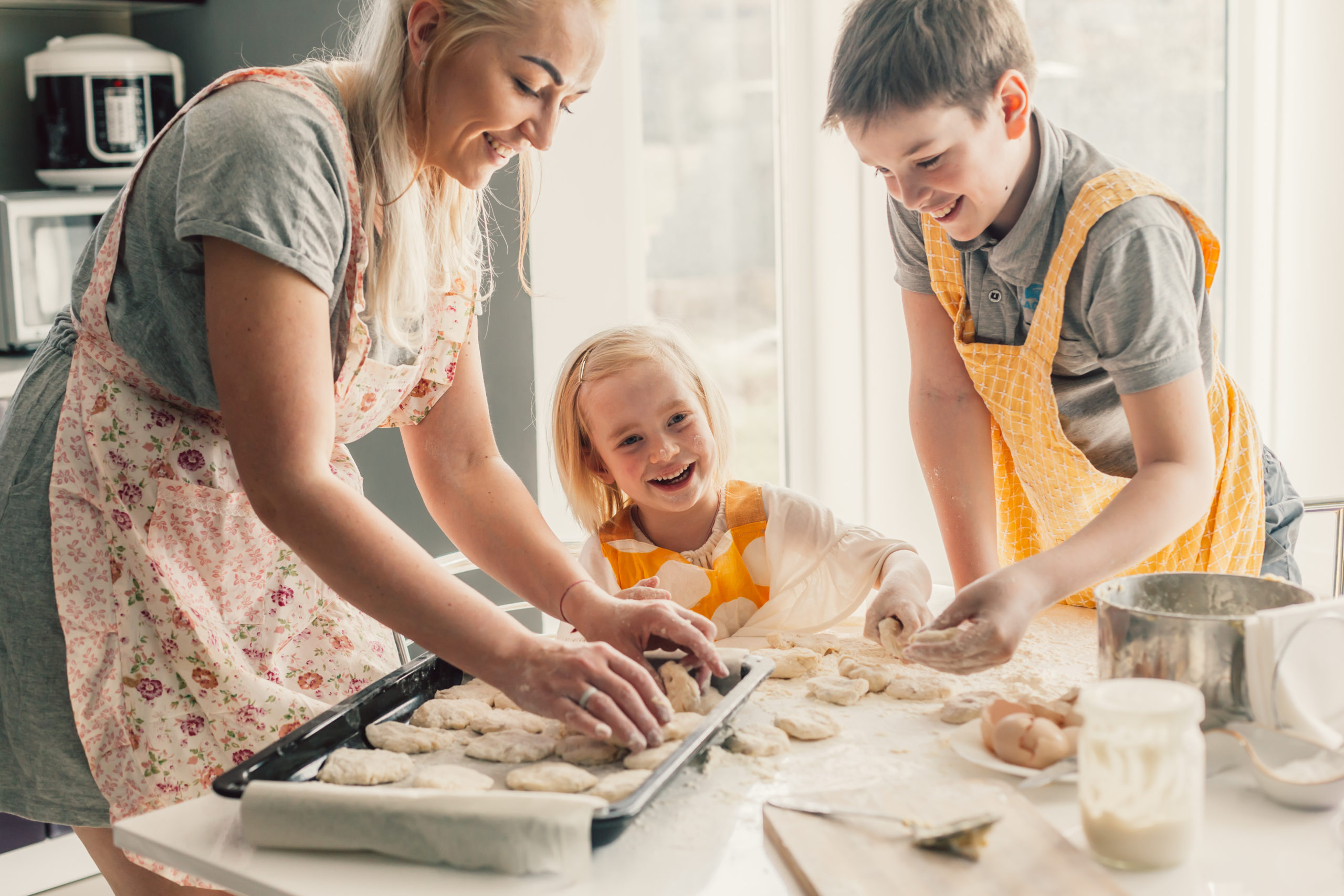 Mom baking with children